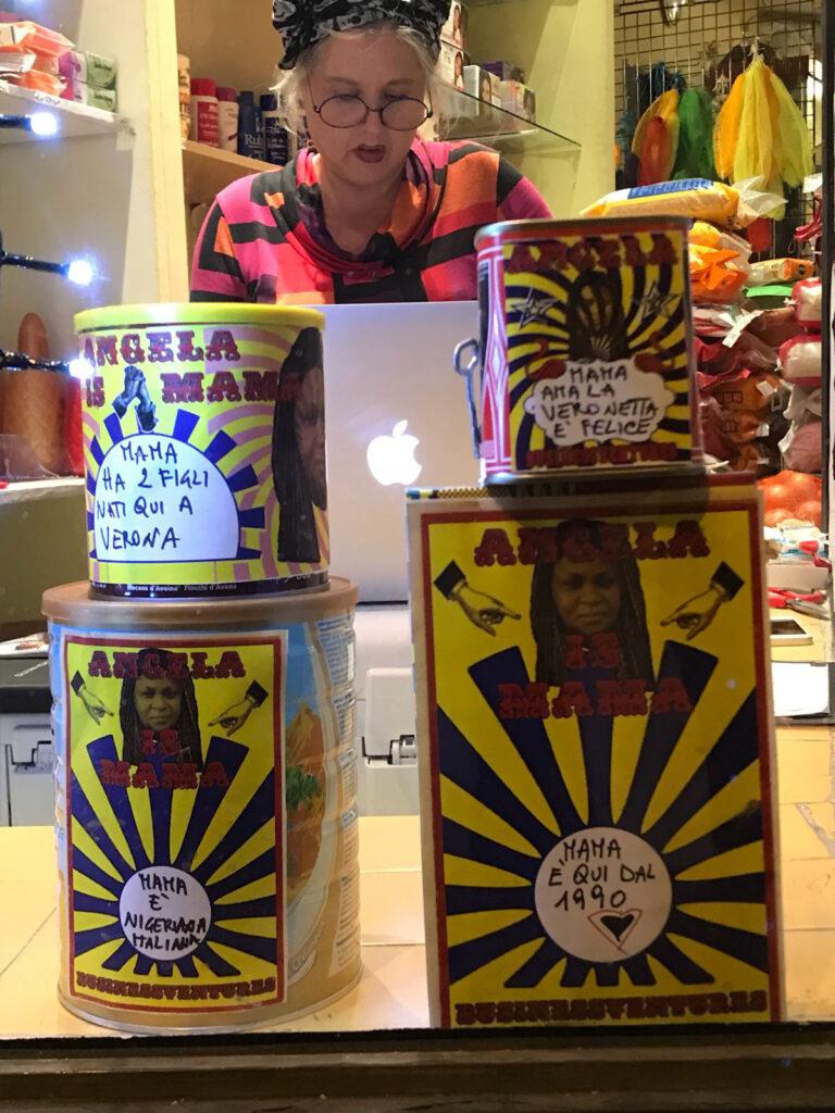 Mama the Veronnetta queen - Roxy in the Box